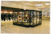 Тольятти Продаю стеклянные витрины (от 2 до 8 шт.)(часы, сувениры
