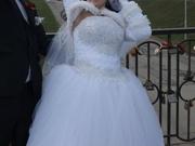 В связи с переездом.Породам срочно свадебное платье,  . за вашу цену...